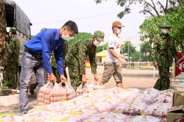 Tuổi trẻ Đà Nẵng hỗ trợ cán bộ, người dân ở khu cách ly ảnh 3