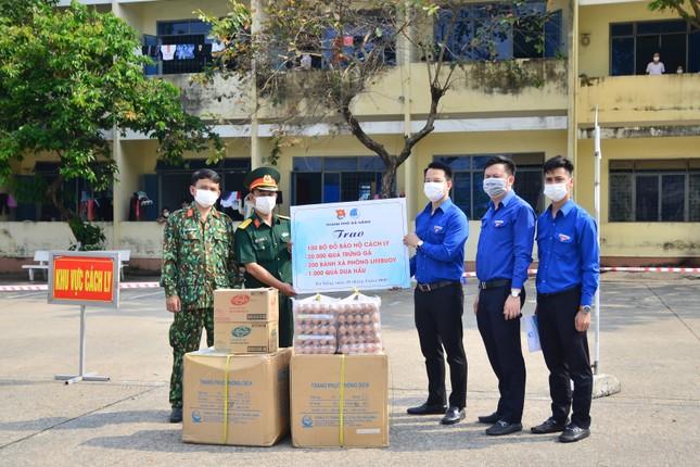 Tuổi trẻ Đà Nẵng hỗ trợ cán bộ, người dân ở khu cách ly ảnh 1