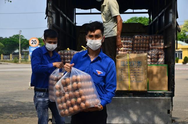 Tuổi trẻ Đà Nẵng hỗ trợ cán bộ, người dân ở khu cách ly ảnh 2