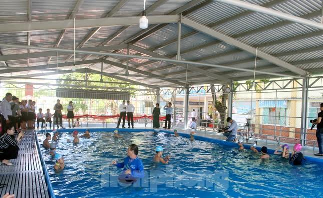 Trao tặng bể bơi phòng tránh đuối nước cho học sinh ảnh 4