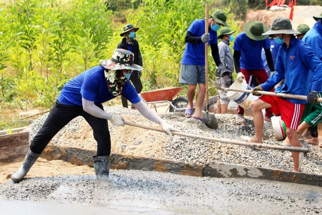 'Áo xanh' xây những cung đường nối liền xóm thôn ảnh 6