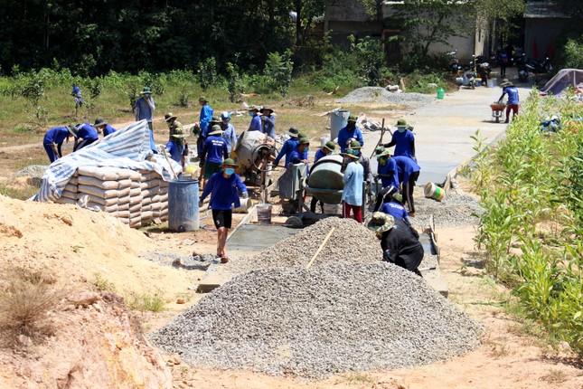 'Áo xanh' xây những cung đường nối liền xóm thôn ảnh 1
