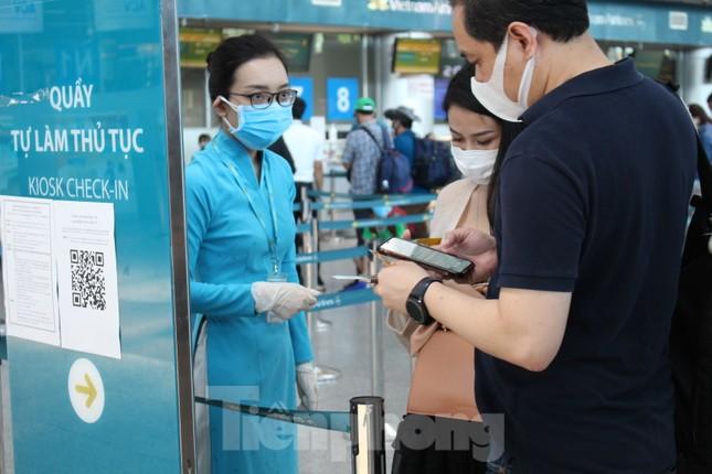 Hàng không tăng chuyến, tàu hỏa ghép toa để 'giải vây' 8 vạn khách ở Đà Nẵng ảnh 8