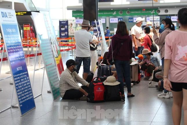 Hàng không tăng chuyến, tàu hỏa ghép toa để 'giải vây' 8 vạn khách ở Đà Nẵng ảnh 9