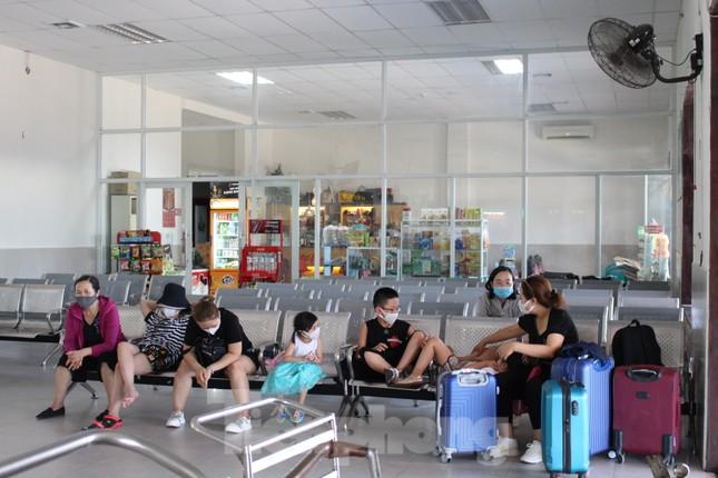 Hàng không tăng chuyến, tàu hỏa ghép toa để 'giải vây' 8 vạn khách ở Đà Nẵng ảnh 14