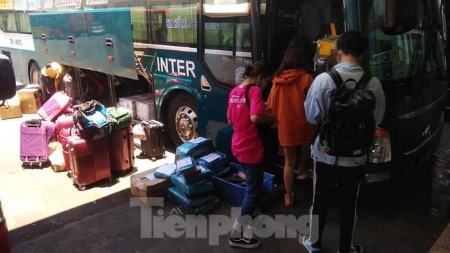 Hàng không tăng chuyến, tàu hỏa ghép toa để 'giải vây' 8 vạn khách ở Đà Nẵng ảnh 16