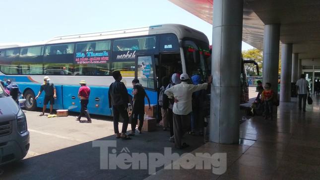 Hàng không tăng chuyến, tàu hỏa ghép toa để 'giải vây' 8 vạn khách ở Đà Nẵng ảnh 15