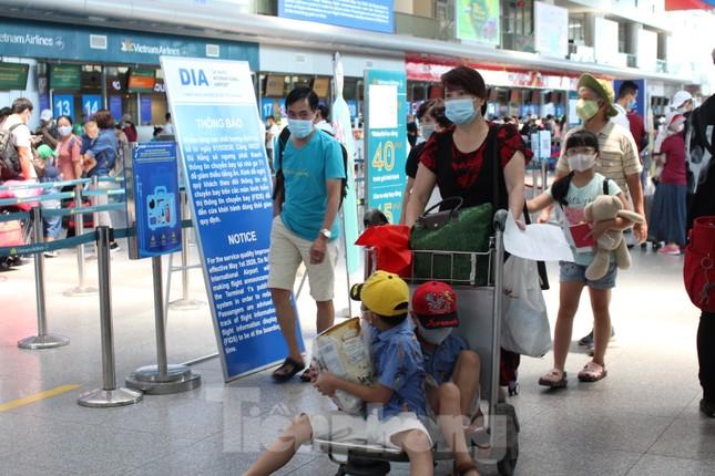 Hàng không tăng chuyến, tàu hỏa ghép toa để 'giải vây' 8 vạn khách ở Đà Nẵng ảnh 12