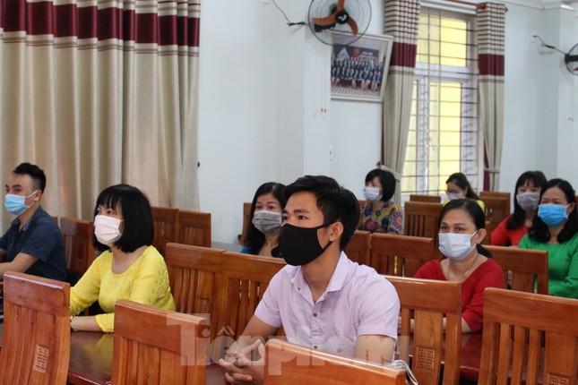 Đà Nẵng - Lễ khai giảng chỉ có thầy cô giáo, học trò ở nhà xem màn hình ảnh 3