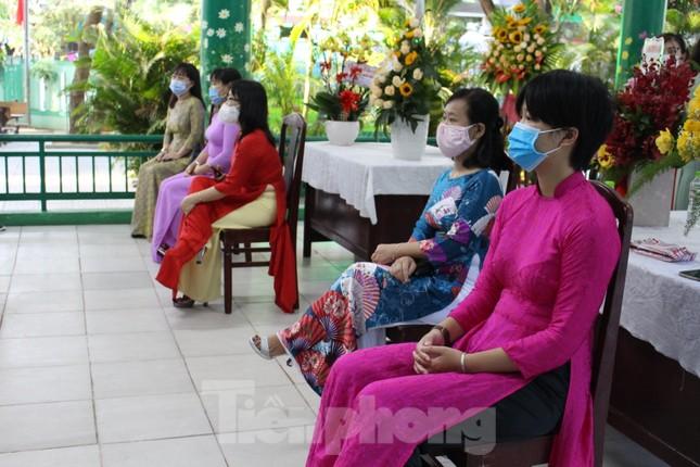 Đà Nẵng - Lễ khai giảng chỉ có thầy cô giáo, học trò ở nhà xem màn hình ảnh 8