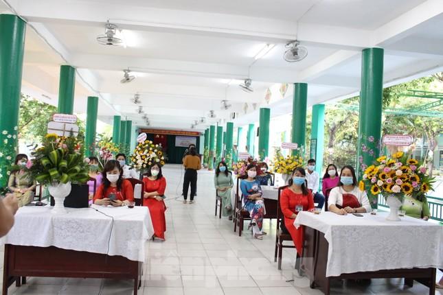 Đà Nẵng - Lễ khai giảng chỉ có thầy cô giáo, học trò ở nhà xem màn hình ảnh 9
