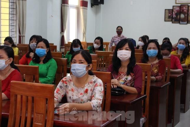 Đà Nẵng - Lễ khai giảng chỉ có thầy cô giáo, học trò ở nhà xem màn hình ảnh 2