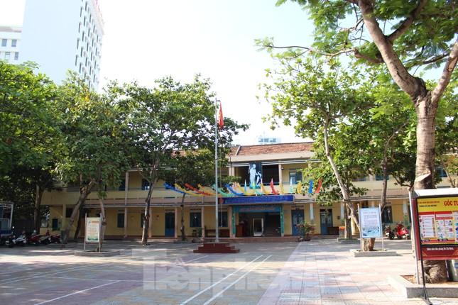 Đà Nẵng - Lễ khai giảng chỉ có thầy cô giáo, học trò ở nhà xem màn hình ảnh 10