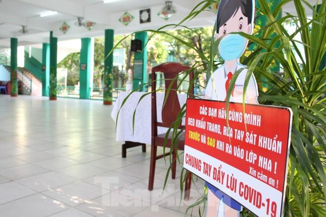 Đà Nẵng - Lễ khai giảng chỉ có thầy cô giáo, học trò ở nhà xem màn hình ảnh 6