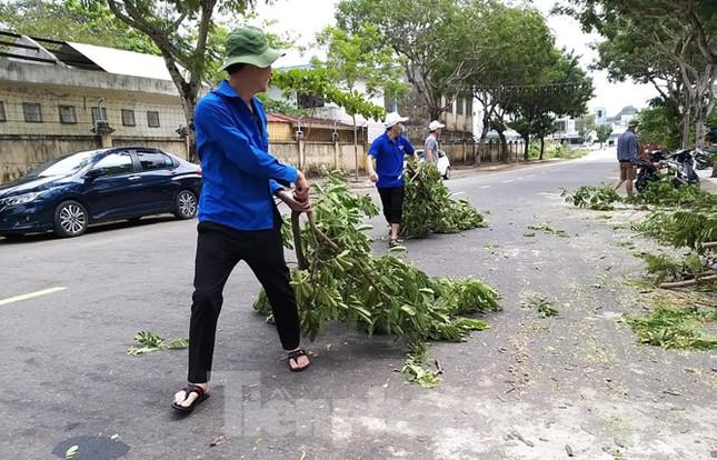 Tổ phản ứng nhanh 'Áo xanh' giúp dân chống bão số 9 ảnh 2