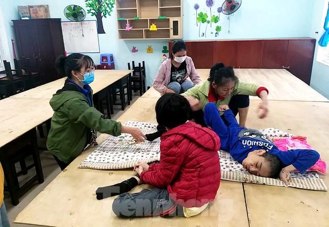 Thanh niên Đà Nẵng 'đi từng ngõ, gõ từng nhà' giúp dân sơ tán tránh bão số 13 ảnh 5