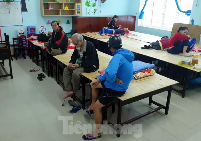 Thanh niên Đà Nẵng 'đi từng ngõ, gõ từng nhà' giúp dân sơ tán tránh bão số 13 ảnh 3