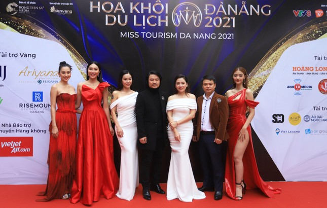 Tiểu Vy, Kiều Loan 'cầm cân nảy mực' Hoa khôi Du lịch Đà Nẵng 2021 ảnh 1
