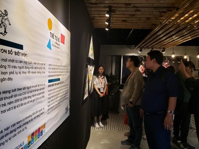 Triển lãm nghệ thuật đầu tiên về hội chứng phổ tự kỷ ở Đà Nẵng ảnh 1