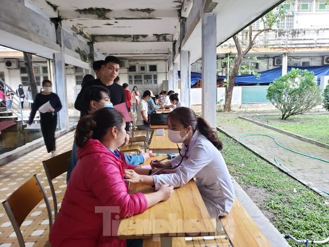 Sôi động Chủ nhật Đỏ ở Đà Nẵng: Giới trẻ xếp hàng từ sáng sớm tình nguyện hiến máu ảnh 6