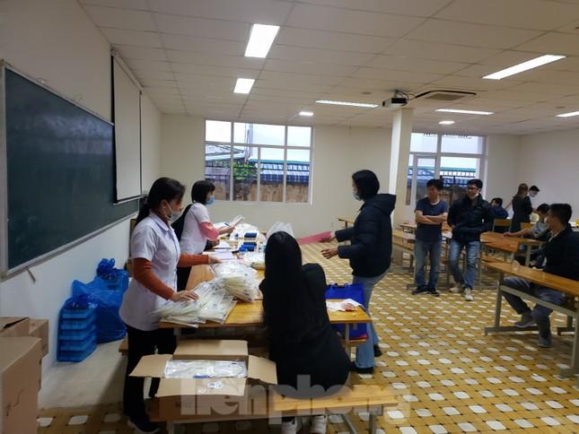 Sôi động Chủ nhật Đỏ ở Đà Nẵng: Giới trẻ xếp hàng từ sáng sớm tình nguyện hiến máu ảnh 7