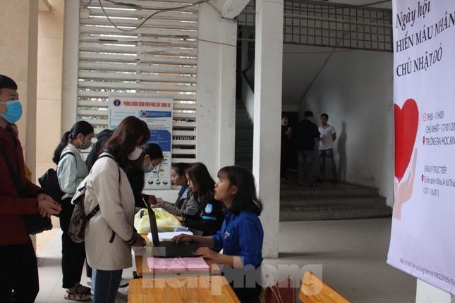 Sôi động Chủ nhật Đỏ ở Đà Nẵng: Giới trẻ xếp hàng từ sáng sớm tình nguyện hiến máu ảnh 8