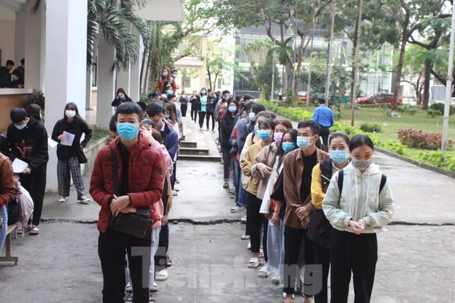 Sôi động Chủ nhật Đỏ ở Đà Nẵng: Giới trẻ xếp hàng từ sáng sớm tình nguyện hiến máu ảnh 1