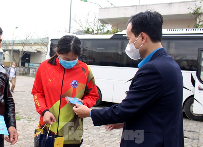 Người lao động náo nức về Tết trên chuyến xe công đoàn ảnh 10