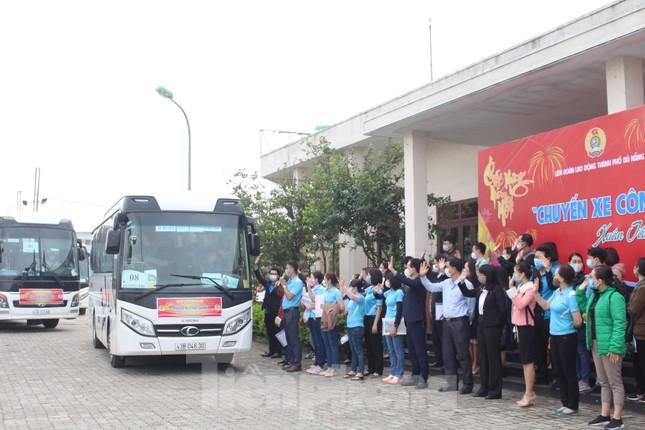 Người lao động náo nức về Tết trên chuyến xe công đoàn ảnh 11