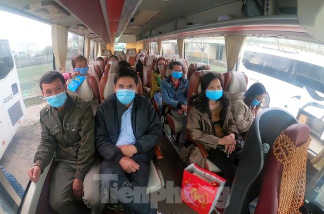 Người lao động náo nức về Tết trên chuyến xe công đoàn ảnh 9