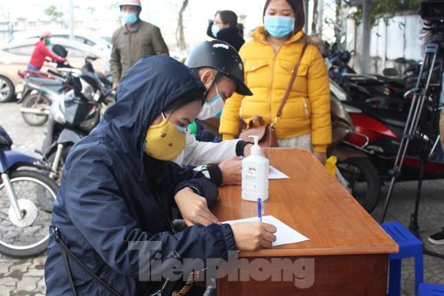 Người lao động náo nức về Tết trên chuyến xe công đoàn ảnh 2