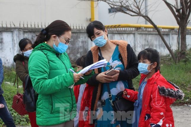 Người lao động náo nức về Tết trên chuyến xe công đoàn ảnh 5