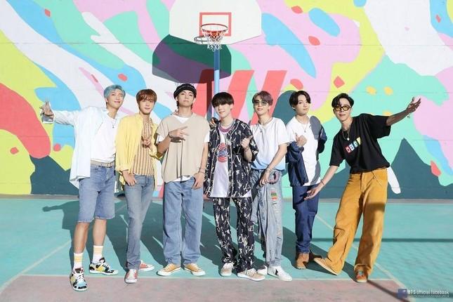"""""""Dynamite"""" thăng hạng, giúp BTS san bằng kỷ lục với đàn anh PSY trên BXH Billboard Hot 100 ảnh 2"""