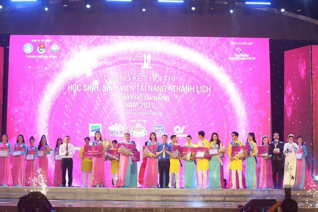 Thí sinh Tài năng Thanh lịch thành phố Đà Nẵng 2021 đăng quang dưới trời mưa tầm tã ảnh 7