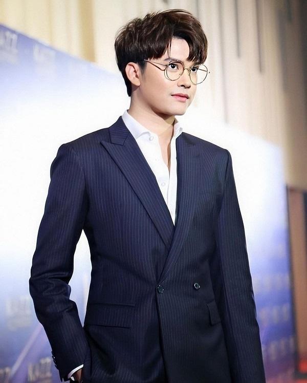 """Taew Natapohn tiếp tục cách ly, mỹ nam """"Love By Chance"""" cùng loạt sao Thái nhiễm COVID-19 ảnh 4"""