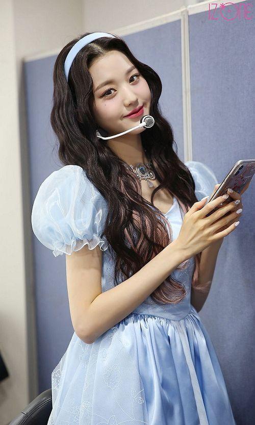"""7 nàng """"công chúa K-Pop"""" xinh đẹp như bước ra từ truyện cổ tích: Rosé, IU và còn ai nữa? ảnh 12"""
