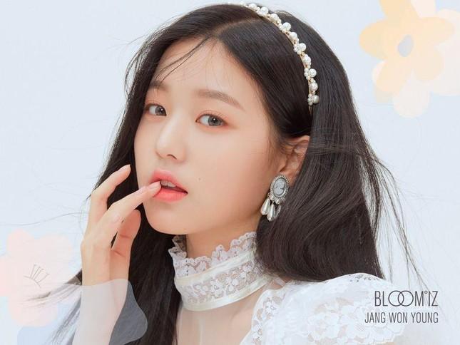 """7 nàng """"công chúa K-Pop"""" xinh đẹp như bước ra từ truyện cổ tích: Rosé, IU và còn ai nữa? ảnh 13"""