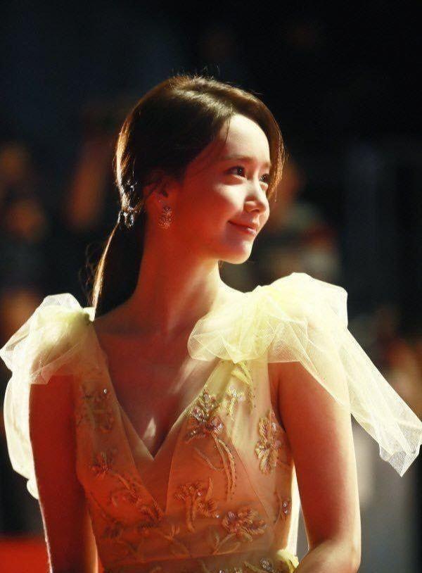 """7 nàng """"công chúa K-Pop"""" xinh đẹp như bước ra từ truyện cổ tích: Rosé, IU và còn ai nữa? ảnh 9"""