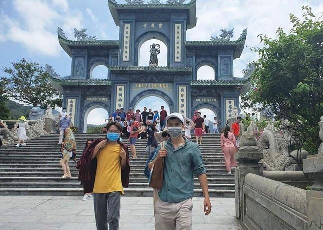Đà Nẵng: Fan lỡ hẹn với Wowy, Dế Choắt, Tlinh... đường phố ngày lễ vắng hơn ngày thường ảnh 1