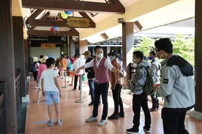 Đà Nẵng: Fan lỡ hẹn với Wowy, Dế Choắt, Tlinh... đường phố ngày lễ vắng hơn ngày thường ảnh 8