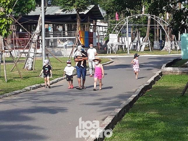 Đà Nẵng: Fan lỡ hẹn với Wowy, Dế Choắt, Tlinh... đường phố ngày lễ vắng hơn ngày thường ảnh 3