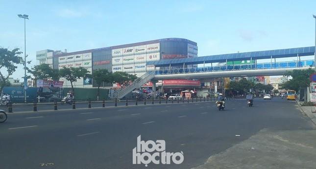Đà Nẵng: Fan lỡ hẹn với Wowy, Dế Choắt, Tlinh... đường phố ngày lễ vắng hơn ngày thường ảnh 5