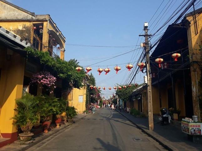 Đà Nẵng: Fan lỡ hẹn với Wowy, Dế Choắt, Tlinh... đường phố ngày lễ vắng hơn ngày thường ảnh 11