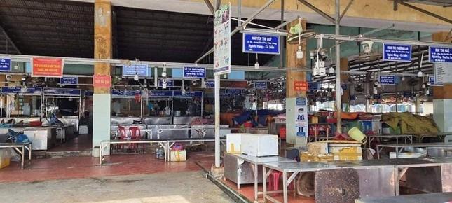 Đà Nẵng: Một chợ bị phong tỏa vì liên quan đến BN 2989, 400 người được lấy mẫu xét nghiệm ảnh 1