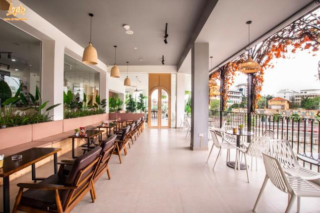 Hà Nội phố: Đổi gió với cà phê rooftop siêu xinh trong những ngày nắng lên ảnh 5