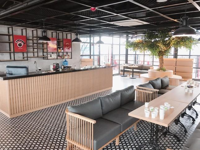 Hà Nội phố: Đổi gió với cà phê rooftop siêu xinh trong những ngày nắng lên ảnh 1