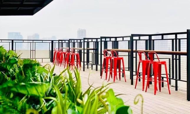 Hà Nội phố: Đổi gió với cà phê rooftop siêu xinh trong những ngày nắng lên ảnh 4