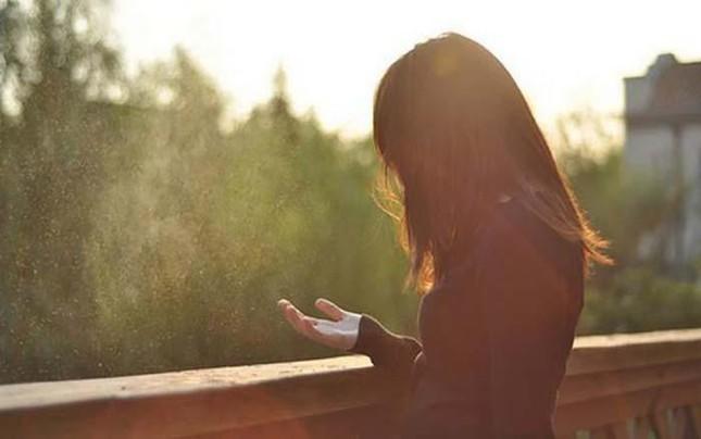 Đừng day dứt với tổn thương trong quá khứ nữa, bởi có lẽ chúng cũng đã quên em từ lâu rồi ảnh 1