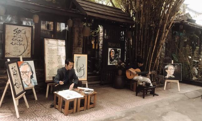 """Hẹn hò Hà Nội: Cà phê Acoustic mộc mạc dành riêng cho team """"nghệ"""" ảnh 2"""