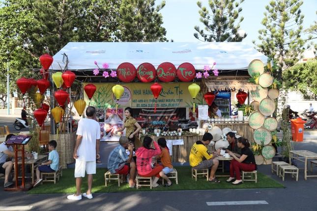 """Cùng """"oanh tạc"""" hơn 100 gian hàng ẩm thực tại Tuần lễ Món ngon ở Vũng Tàu ảnh 4"""